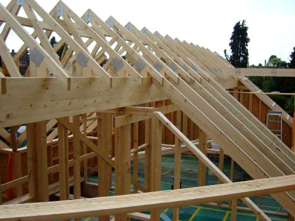 Ahşap çatı fiyatları uygun olduğu için tercih edilen çeşittir.